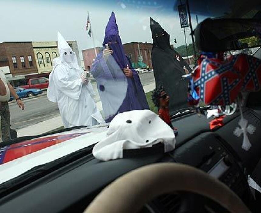 Desde ArkansasSi bien carecen de organización a nivel nacional, el KKK t...