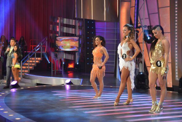 No podía faltar el segmento de concursos. Las bailarinas subieron...