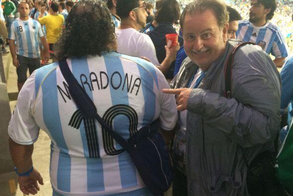Además, parece que Raúl se topó con Diego Armando Maradona.