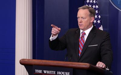 """Spicer: """"Si Trump pone un aderezo ruso en una ensalada, los medios de co..."""