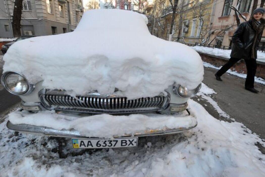 Las autoridades han aconsejado a los conductores no utilizar sus automóv...