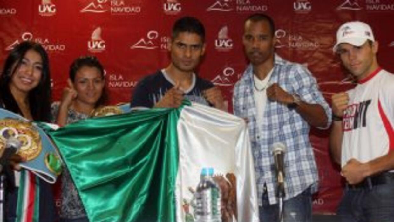 Salgado y Méndez frente a frente previo a su pelea del 10 de septiembre...