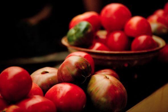 Comer mucha fruta, verdura, granos, semillas y legumbres.
