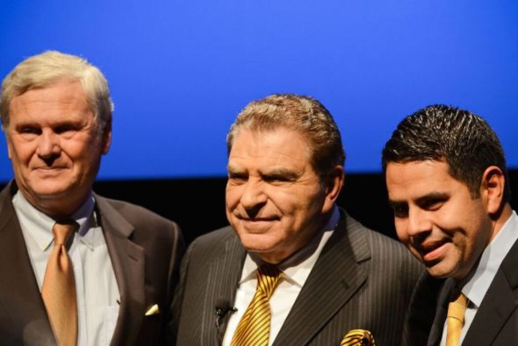 Luego de la charla, los directivos de Univision Randy Falco y César Cond...