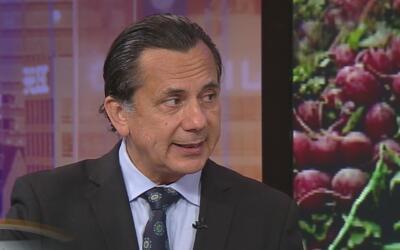 ¿Qué tan riesgoso es comer alimentos, especialmente vegetales, enlatados?