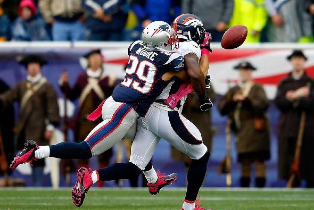 El receptor de los Broncos Demaryius Thomas en 9 recepciones logró 188 y...