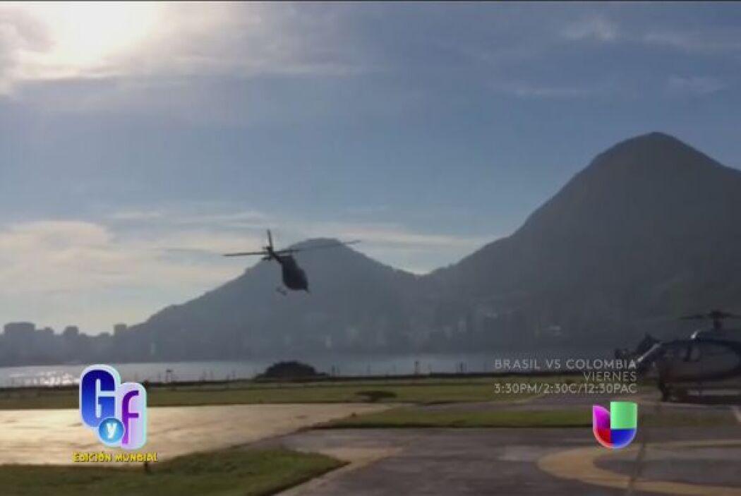Solo que en esa ocasión, Raúl estaba colgado del helicóptero tomando fot...
