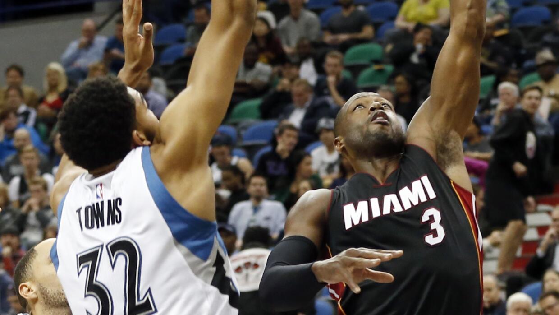 Chris Bosh totalizó 16 unidades y 12 rebotes por el Heat.