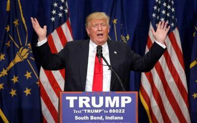 Donald Trump en un evento de campaña en South Bend, Indiana el 2 de mayo...