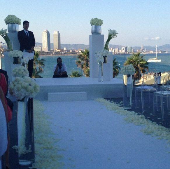 Las primeras fotos del altar y el pasillo que tendría que cruzar...