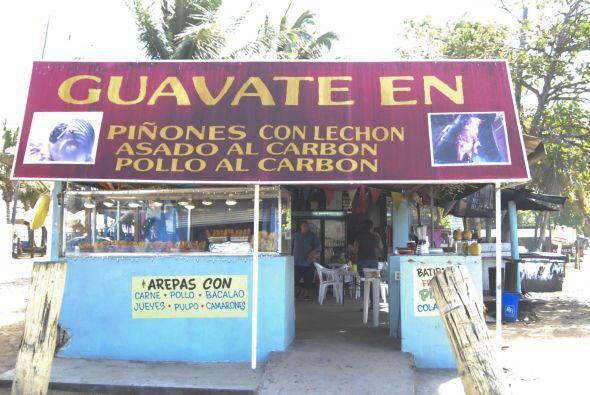 Verdaderos antojitos boricuas: La variedad de frituras de Piñones incluy...