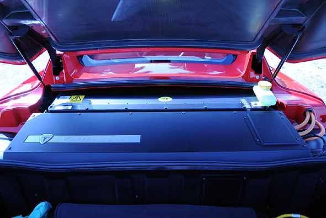 Utiliza baterías de ion-litio que se recargan en tres horas y media.