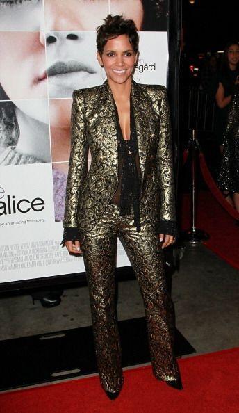 ¡Otra chica de cabello corto que gusta de la moda varonil, es Halle Berr...