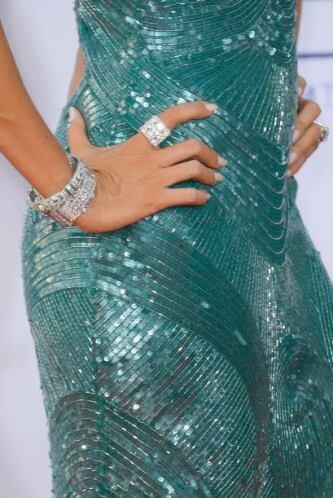Con joyas de  Neil Lane deslumbró a uno que otro. Mira aquí lo último en...