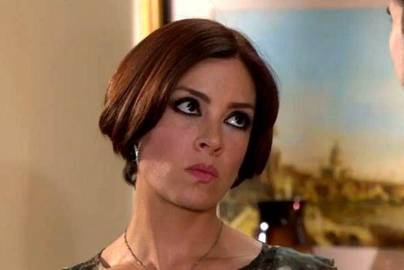 """Y con la ayuda del cirujano y un buen corte de pelo, """"Simona""""..."""