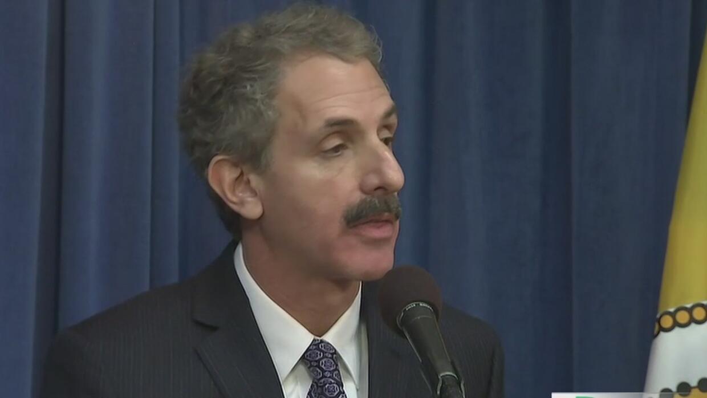Procurador de Los Ángeles quiere regular a los notarios para que no haya...