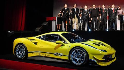 Ferrari presentó el 488 Challenge en Daytona, en el marco del Ferrari Wo...