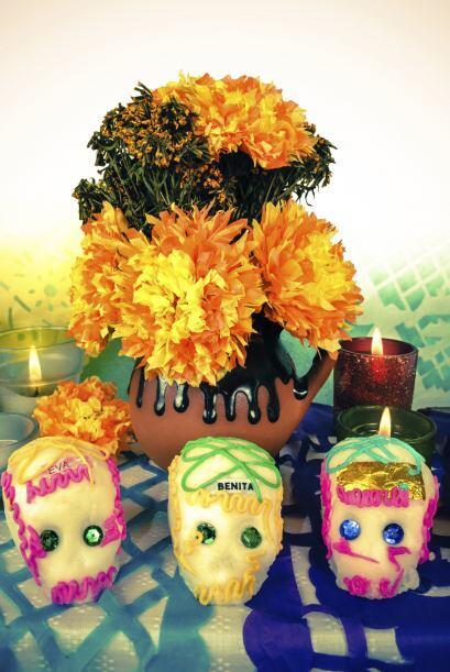 Otro básico de un altar es la flor de cempasuchil (Tagetes erecta) o flo...