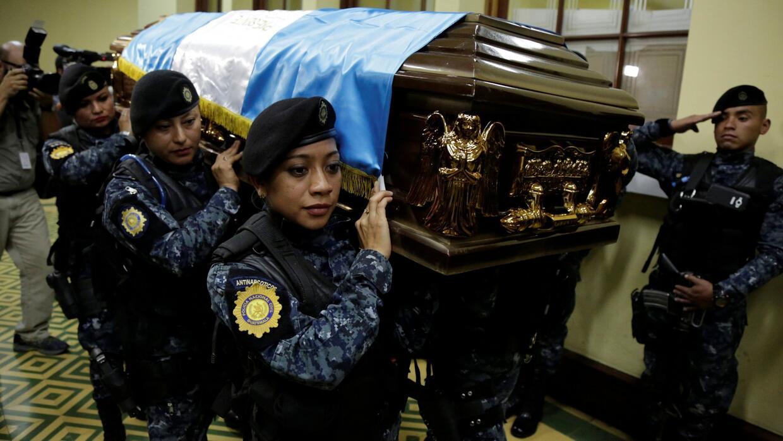 Al menos 3 policía muertos, 7 más heridos y 13 pandilleros arrestados de...