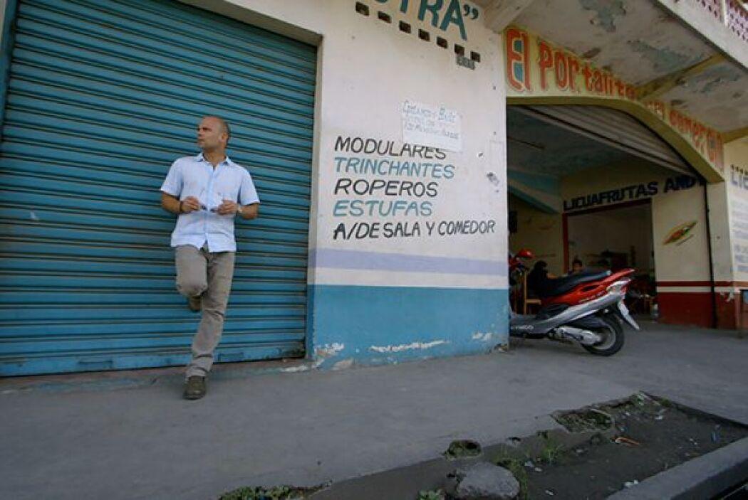 En este episodio, el doctor Juan Rivera se traslada hasta el puerto de S...