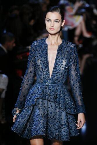 Si vas a utilizar escote con un vestido corto De preferencia utilízalo c...