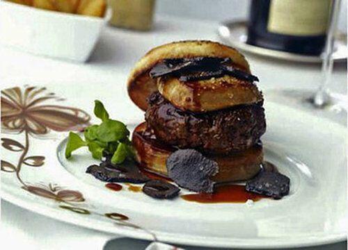 El plato mas caro en nuestra lista es nada mas y nada menos que una hamb...
