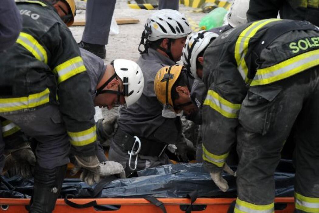 El cuerpo de la octava víctima fue rescatado de entre los escombros.
