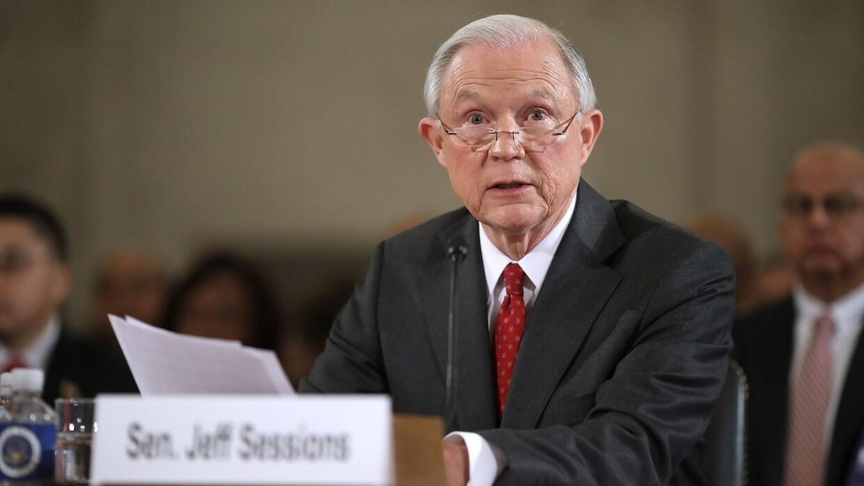 Sessions no participará de ninguna investigación relacionada con Hillary...