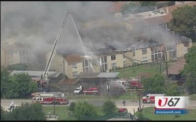 Un muerto tras incendio en complejo de apartamentos