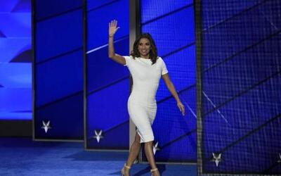 Eva Longoria greeting the 2016 Democratic National Convention