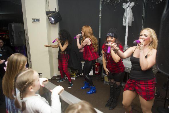 El grupo musical estaba muy feliz de formar parte de un momento tan espe...