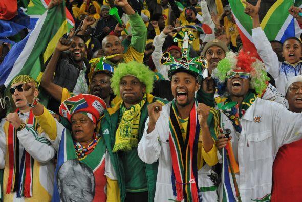 El fútbol es pasión de multitudes. Los jugadores son ídolos por lo que r...