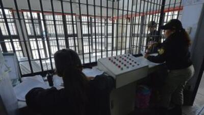 Operadores penitenciarios cesados en Uruguay denunciaron que reclusos em...