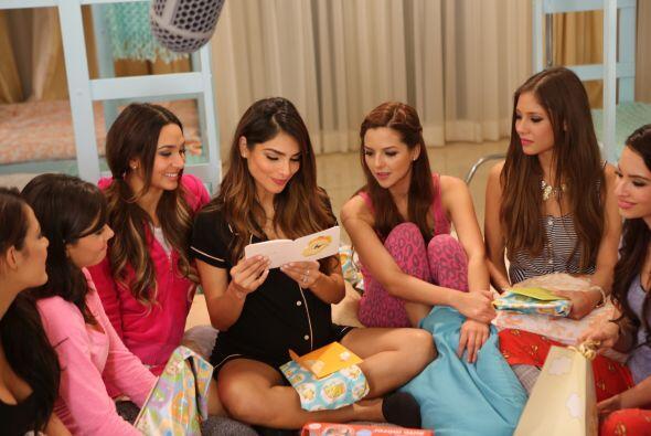 Tremenda Pijama Party en la Mansión de la Belleza, donde las chic...
