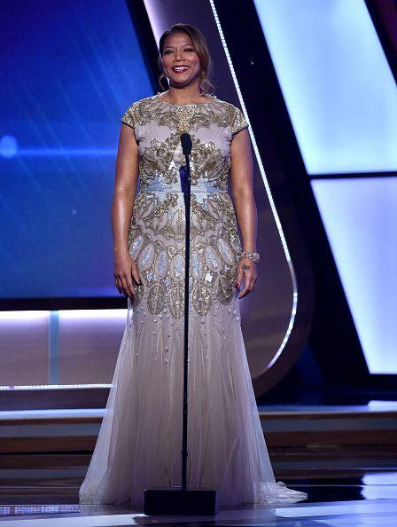Queen Latifah hosting fue la encarda de digirir los premios, trabajo que...