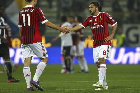sólo participó algunos minutos pero el Milan y todo el fútbol festeja la...