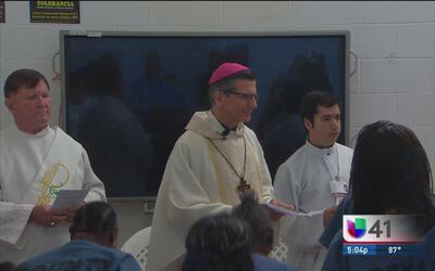 Ofrecen misa para madres reclusas en la cárcel del condado Bexar