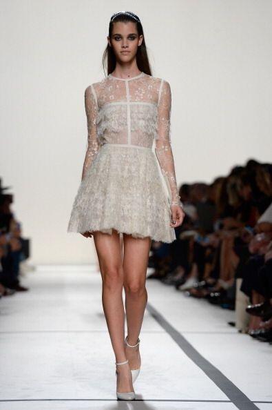 Un vestido en encaje será el indicado para resaltar tu belleza y...