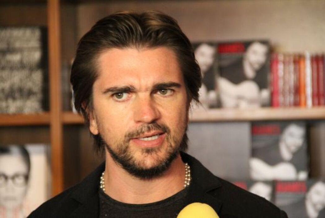 """Acompañamos al cantante Juanes en el lanzamiento de su libro """"Persiguien..."""