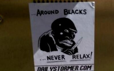 UT investiga hojas con una imagen de un hombre de raza negra que tiene u...
