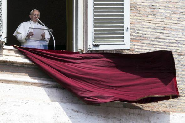El 14 de marzo, un día después de ser elegido, celebró su primera misa c...