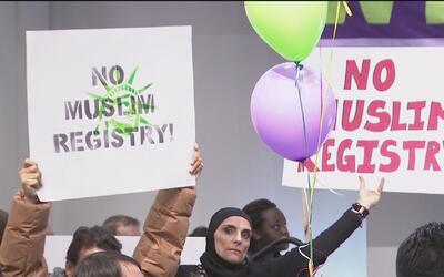 Unas 1,200 personas se manifestaron en Chicago Teachers Union Center con...