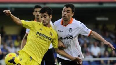 Javi Fuego (a la derecha) hizo los dos goles con los que el cuadro 'Nara...