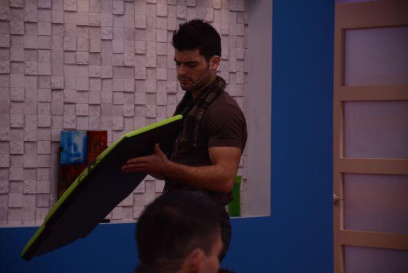 Las difrenecias entre Luis y Adrián son cada vez más notor...