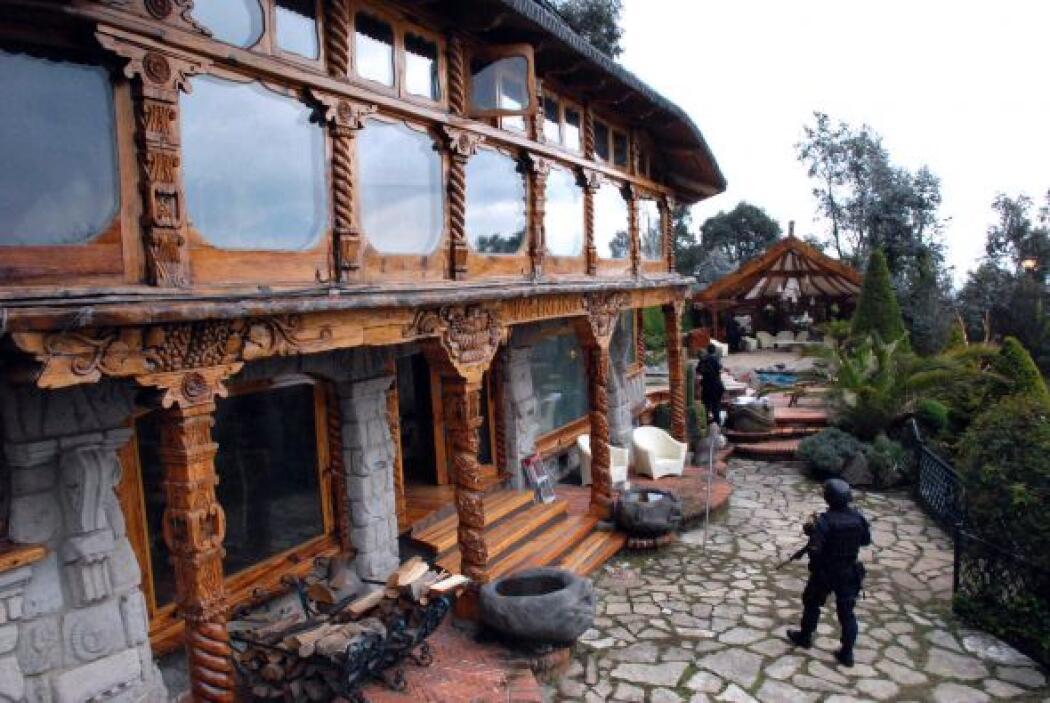 En esta opulenta casa de campo fueron capturados 15 presuntos narcotrafi...