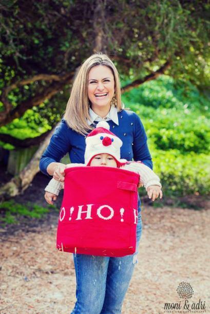 La bella reportera de KMEX, Claudia Botello comparte su albúm familiar c...