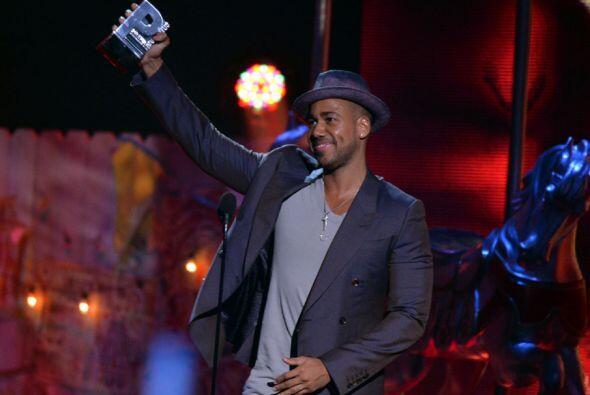 Y quién más podría ser que Romeo, que se llevó el galardón por su álbum...
