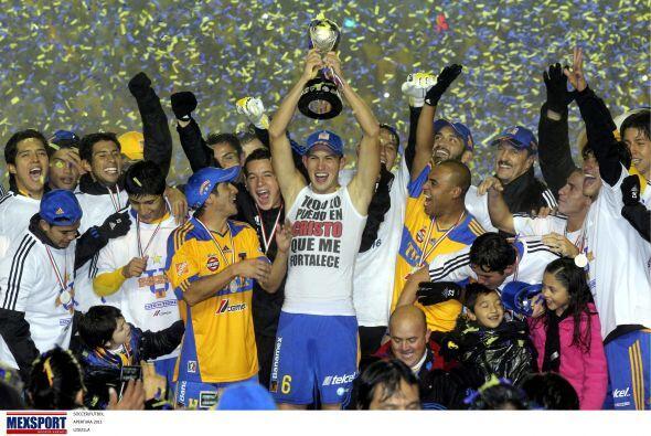 Los Tigres se coronaron en el Apertura 2011 tras vencer a Santos por 3-1...