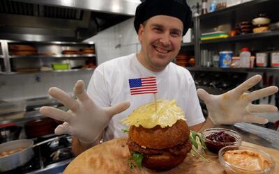 Torta Melania y Hamburguesa Presidente, el menú para celebrar que una es...