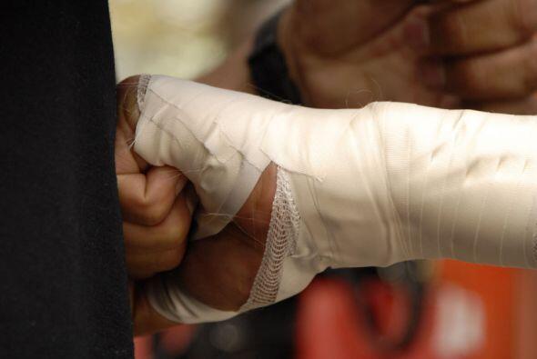 Hay que soltar golpes para probar el vendaje de protección. Una lesión e...